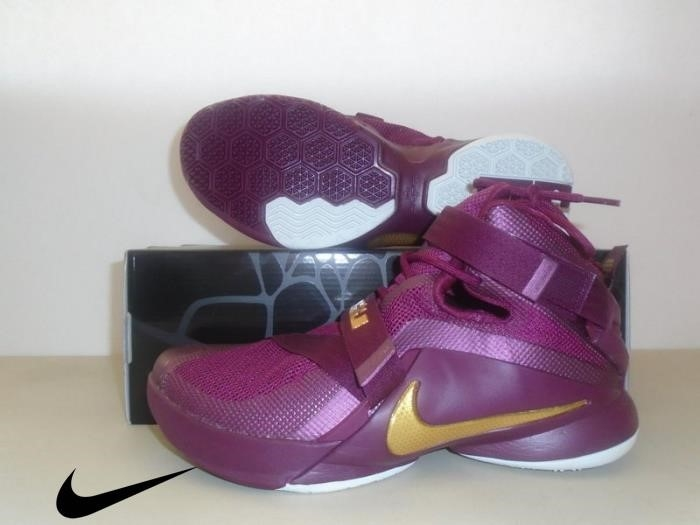 New Nike Lebron Soldier IX PRM Specifically Deep Shoes Mens Garnet Shoe Gold ABHIKLPQX7